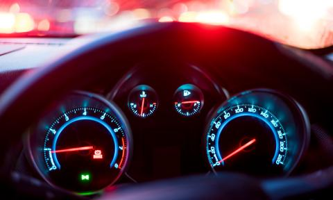 Se graba conduciendo a 150 km/h y lo sube a redes sociales