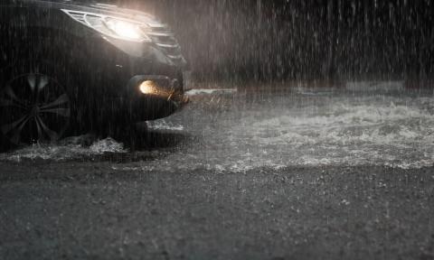 Imprescindible para conducir con lluvia: los 3 consejos de la DGT
