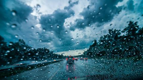 La Guardia Civil da los dos consejos clave para conducir con lluvia