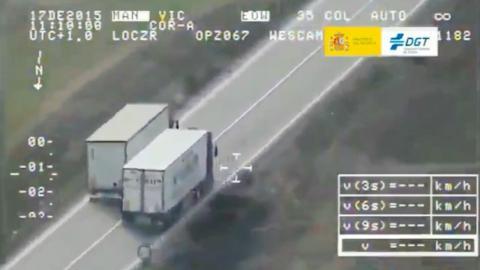 Dos camiones, una línea continua y un adelantamiento: el impactante vídeo  de la DGT -- Autobild.es