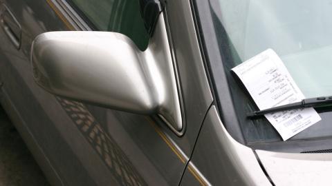 La Policía Local de Vigo multa a sus propios coches por tener la ITV caducada
