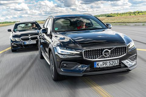 BMW 330i Touring vs Volvo V60 B5