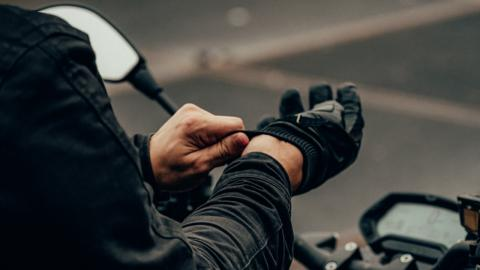 Cuidado motorista: o guantes o multa