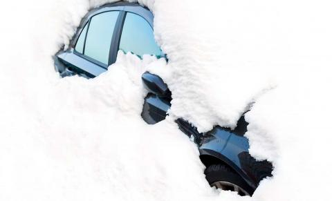 Quitar hielo del coche