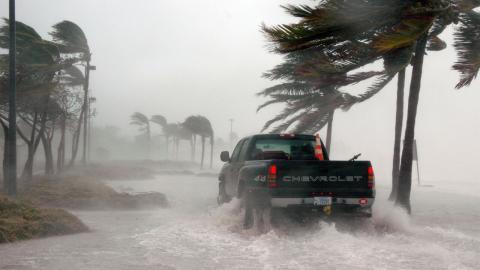Los tres consejos vitales de la DGT para conducir con viento