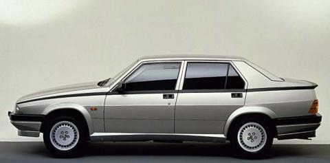 La increíble historia del Alfa Romeo 75 Twin Spark