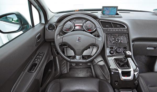 Peugeot 5008 2.0 HDi salpicadero