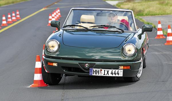 Alfa Spider slalom