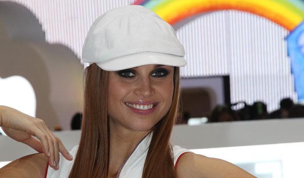 Fotos: Elige la chica más guapa del Salón de París 2010 y gana fantásticos premios