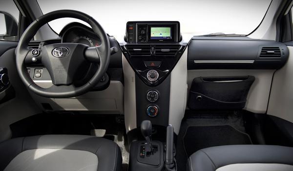 Fotos: El Toyota iQ recibe 2011 con un nuevo interior