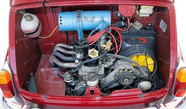 El motor del Seat 600 L Especial tiene 28 CV