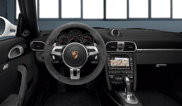 porsche-911-gts-408-cv-interior-cuadro-salpicadero-volante-alcantara