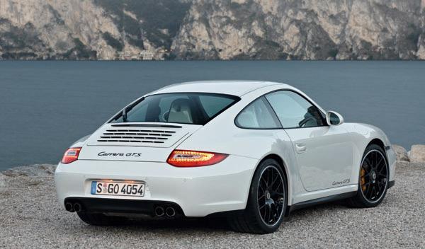 porsche-911-gts-408-cv-coupe-trasera-vias-ensanchadas