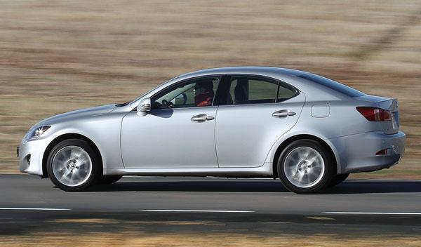 lexus is 200d frenada mejorable