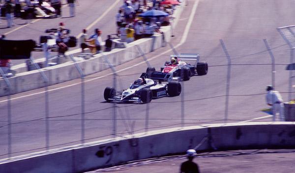 Ayrton-Senna-duelo-con-Nelson-Piquetd-en-GP-de-Estados-Unidos
