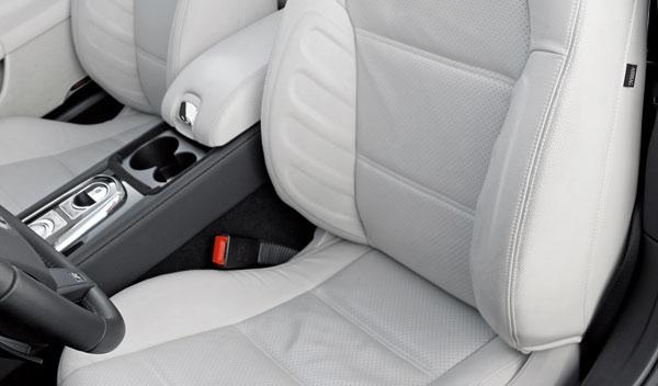 CARA A CARA Jaguar XKR Convertible / Porsche 911 GTS Cabrio