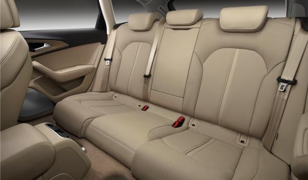 Audi A6 Avant interior trasera