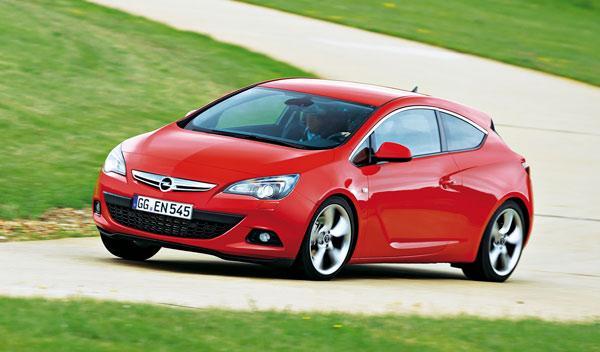 Opel Astra GTC curva
