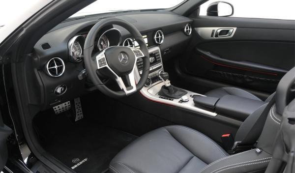 Brabus-Mercedes-SLK-interior-cuero-alcantara