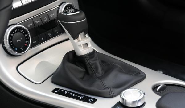 interior-Brabus-Mercedes-SLK-aluminio