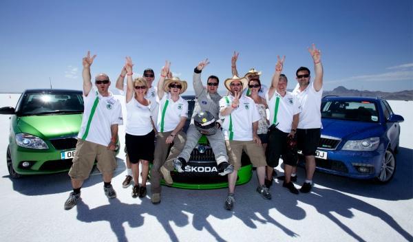 Skoda Octavia vRS a más de 320 km/h equipo
