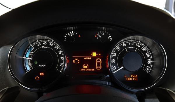 Peugeot 3008 Hybrid4, controles
