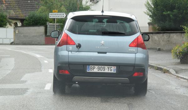 El motor eléctrico del Peugeot 3008 Hybrid4 empuja desde el eje posterior