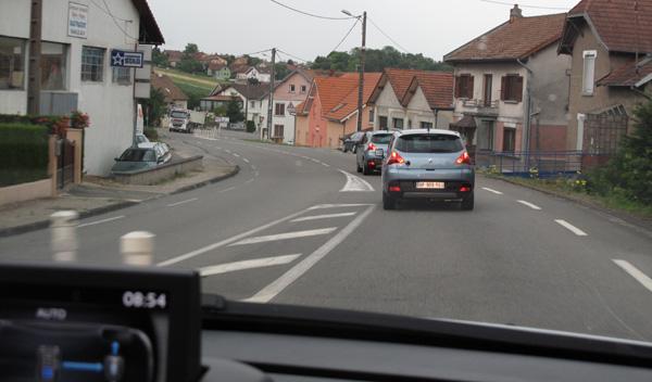 El Peugeot 3008 Hybrid4 rodando por Alsacia