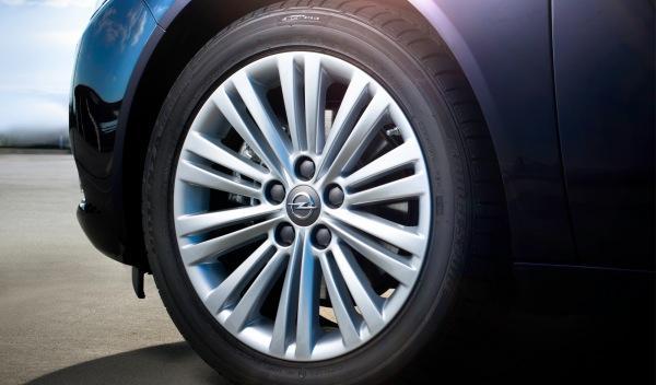 Opel-Insignia-2012-exterior-llanta