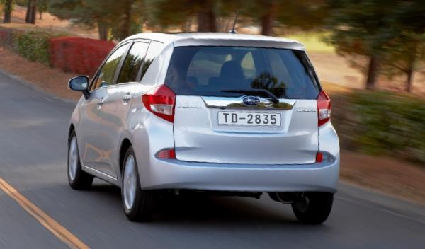 Subaru Trezia foto trasera