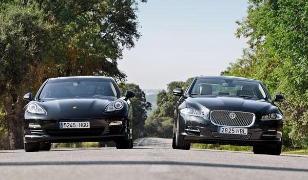 Frontal del Porsche Panamera y el Jaguar XJ