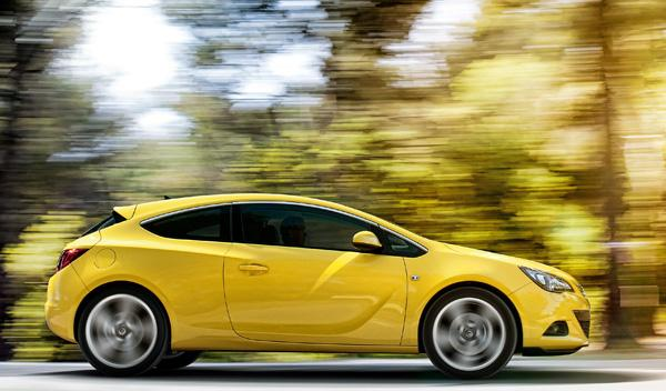 Lateral Opel Astra GTC