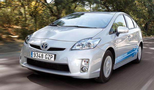 Delantera del Toyota Prius PHV