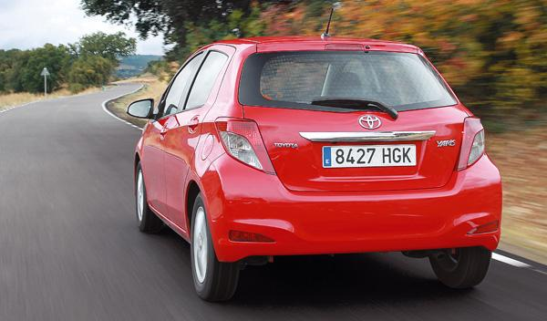 Toyota Yaris 2012 trasera