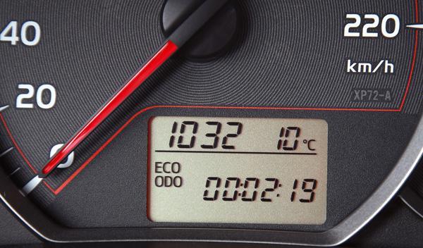 Toyota Yaris 2012 contador start-stop