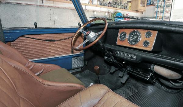 Mini Morris 1275C interior