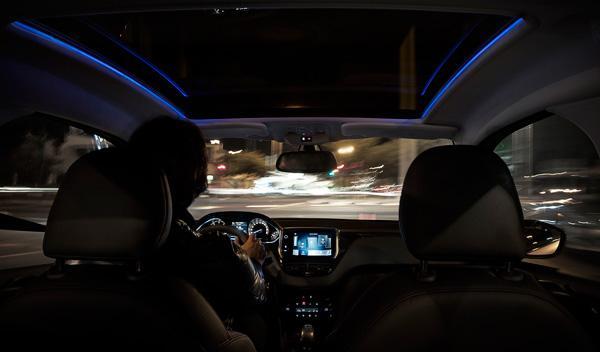 Peugeot 208 vista interior
