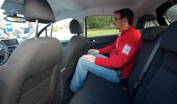 Peugeot 208 plazas traseras