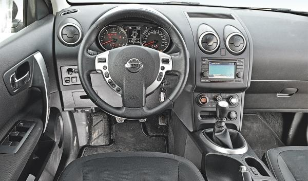 Nissan Qashqai interior SUV Mazda CX-5 superventas