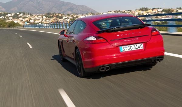 Porsche Panamera GTS trasera