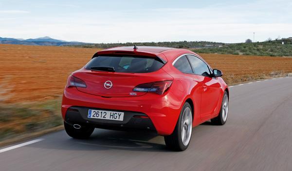 Opel Astra GTC 2.0 CDTI trasera