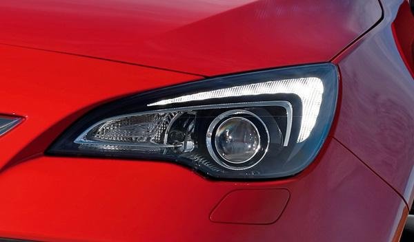 Opel Astra GTC 2.0 CDTI faros de xenón con luz de día