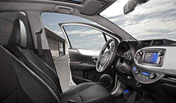 Toyota_Yaris_Hybrid_interior