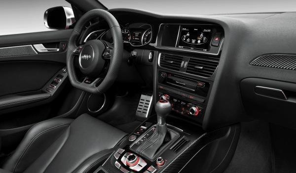 Audi RS 4 interior