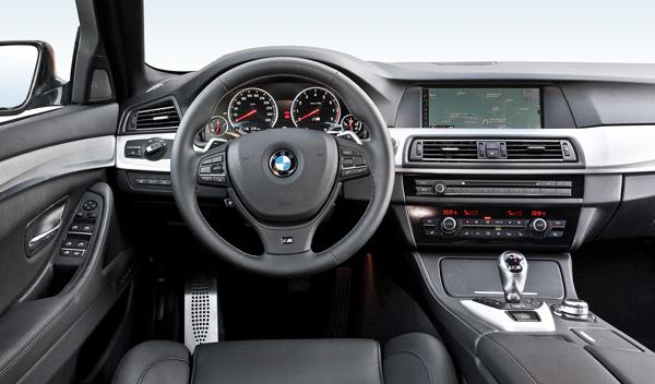 BMW M5 F10 biturbo 560 CV estática interior detalle salpicadero