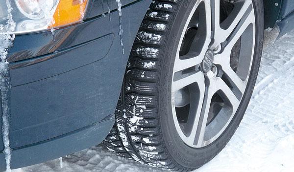 Suecia neumáticos de clavos
