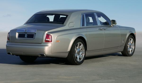 Rolls Royce Phantom Series II Salón Ginebra estática trasera