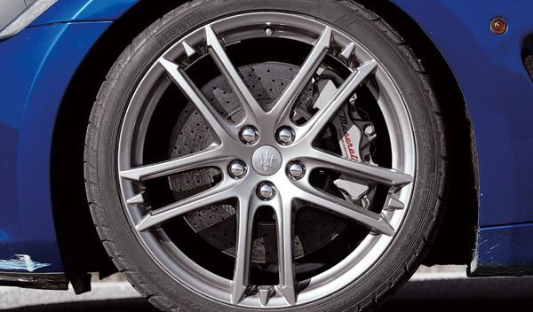 Maserati Gran Turismo MC Stradale frenos cerámicos