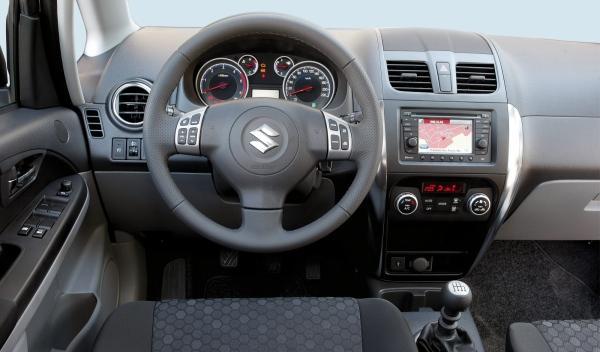 Suzuki SX4 2.0 DDiS 4x4 Takumi salpicadero