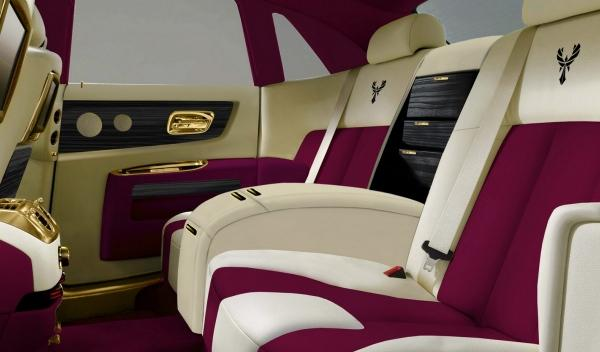 Rolls Royce Ghost Purple interior parte trasera